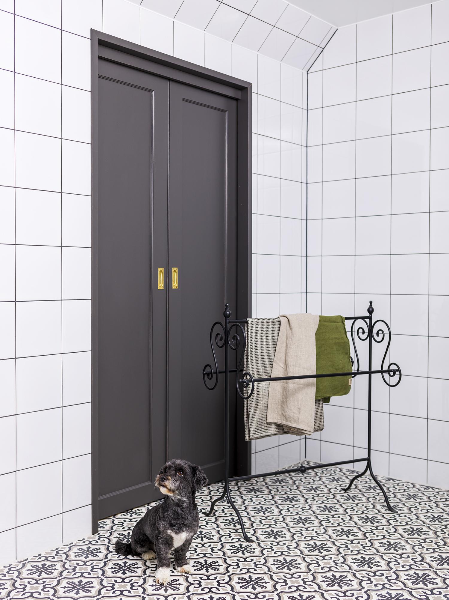 En_tydlig_ton_i_badrummet_12